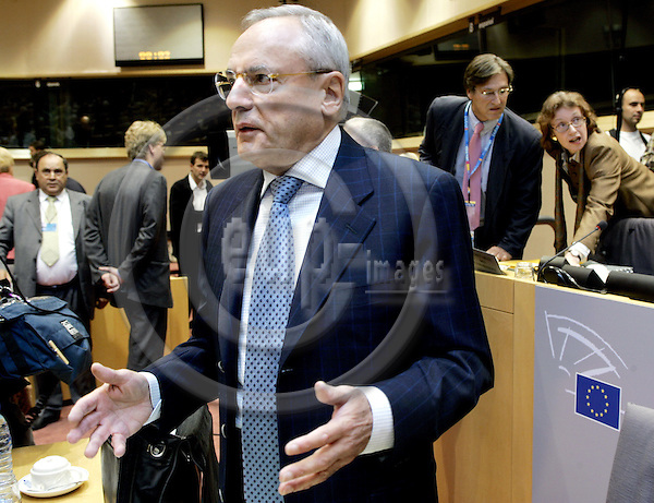 BRUSSELS - BELGIUM - 29 SEPTEMBER 2004 -- The EU-Parliament Hearing of EU-Commissioner Designate Jacques BARROT (Fra.) responsible for Transport.-- PHOTO: JUHA ROININEN / EUP-IMAGES