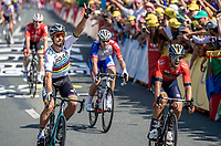 World Champion Peter Sagan (SVK/Bora Hansgrohe) beats Sonny Colbrelli (ITA/Bahrain Merida) in a close sprint.<br /> <br /> Stage 2: Mouilleron-Saint-Germain > La Roche-sur-Yon (183km)<br /> <br /> Le Grand Départ 2018<br /> 105th Tour de France 2018<br /> ©kramon