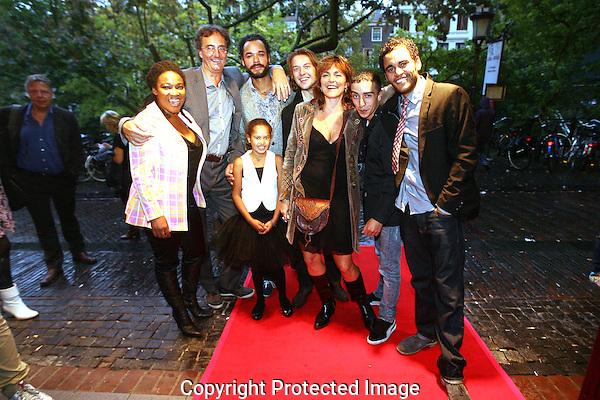 20110926 - Utrecht - Foto: Ramon Mangold - NFF 2011 - Nederlands Filmfestival - .Premiere 'Lijn 32' in de Rembrandt bioscoop. (Een deel van de) cast en crew bij aankomst,.met ondermeer regisseur Maarten Treurniet (tweede van links) en scenarioschrijfster Marnie Blok (derde van rechts).