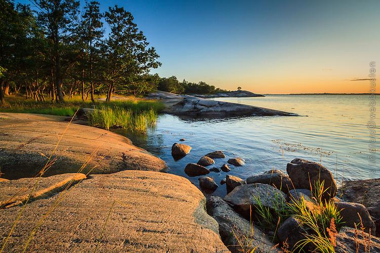 Klipphäll och stenar på Biskopsö i Stockholms södra ytterskärgård.