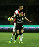 BOGOTA - COLOMBIA -18 -09-2014: Ricardo Villarraga (Izq.) jugador de Independiente Santa Fe disputa el balón con Sergio Romero (Der.) jugador de Once Caldas durante partido entre Independiente Santa Fe y Once Caldas por la fecha15 de la Liga Postobon II-2014, en el estadio Nemesio Camacho El Campin de la ciudad de Bogota. / Michael Rangel (R) player of Independiente Santa Fe struggles for the ball with con Villarraga (L) player of Once Caldas during a match between Independiente Santa Fe and La Equidad for the date 15 of the Liga Postobon II -2014 at the Nemesio Camacho El Campin Stadium in Bogota city, Photo: VizzorImage  / Luis Ramirez / Staff.
