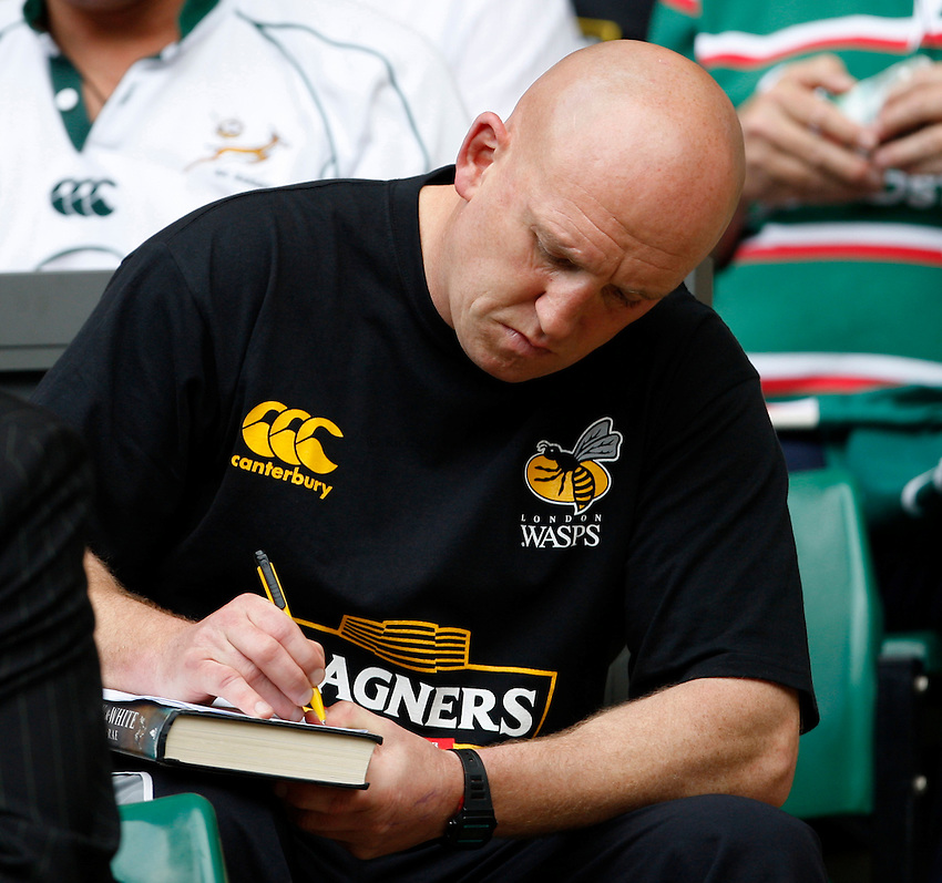 Photo: Richard Lane/Richard Lane Photography. .Leicester Tigers v London Wasps. Guinness Premiership Final. 31/05/2008. Wasps' head coach, Shaun Edwards makes notes.