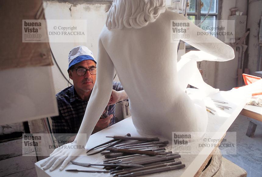 - artisan laboratory for the artistic workmanship of the marble....- laboratorio artigiano per la lavorazione artistica del marmo
