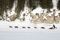 Lance Mackey runs down the Fish river as he leaves the White Mountain checkpoint in first place on Tuesday afternoon during Iditarod 2008