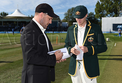 20.02.2016. Christchurch, New Zealand.  NZ Captain Brendon McCullum compares team sheets with Steve Smith and match referee Chris Broad. New Zealand Black Caps versus Australia. Day 1, 2nd test match, Hagley Oval in Christchurch, New Zealand. Saturday 20 February 2016.