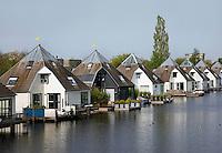 Woningen aan het water in Almere