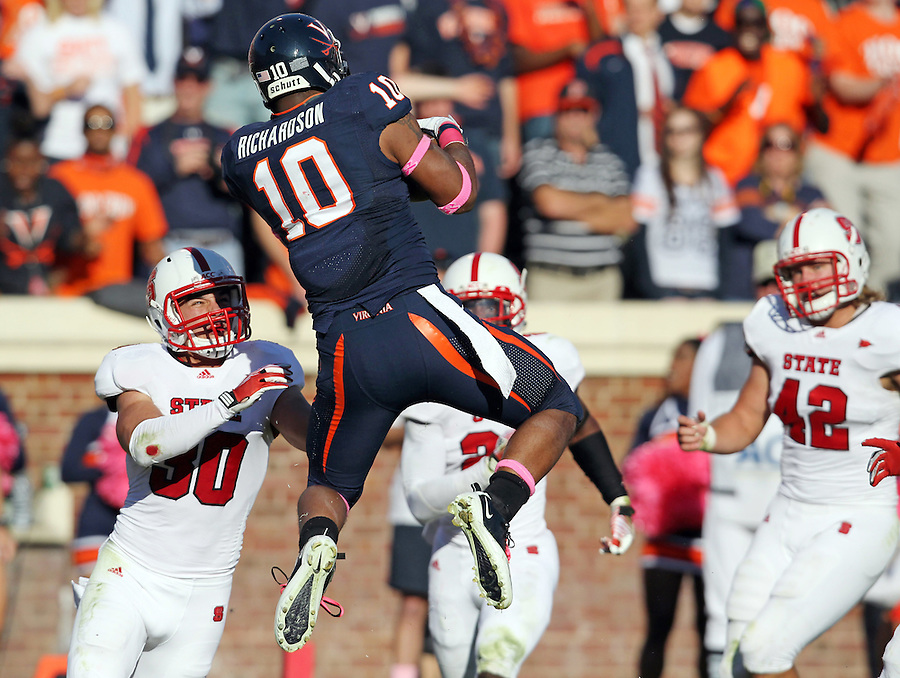 Oct. 22, 2011 - Charlottesville, Virginia - USA; Virginia Cavaliers running back Clifton Richardson (10) makes a touchdown catch in front of North Carolina State defenders during an NCAA football game at the Scott Stadium. NC State defeated Virginia 28-14. (Credit Image: © Andrew Shurtleff/
