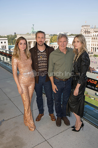 Ana de Armas (L-R), Ryan Gosling, Harrison Ford and Sylvia Hoeks seen during the photocall on the occasion of the film 'Blade Runner 2049' in Berlin, Germany, 17 September 2017. The film will be released in German cinemas 05 October 2017. Photo: Jörg Carstensen/dpa /MediaPunch ***FOR USA ONLY***