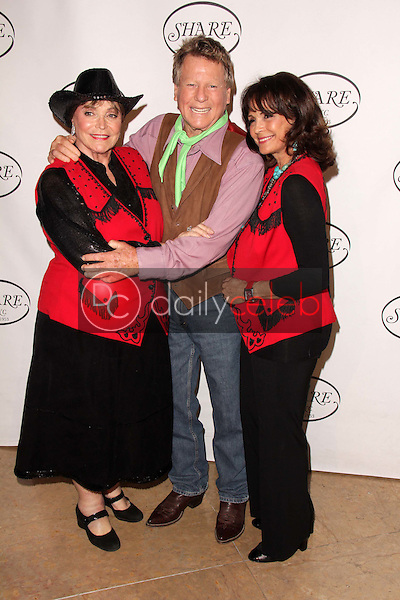 Joanna Carson, Ryan O'Neal, Corinna Fields<br />