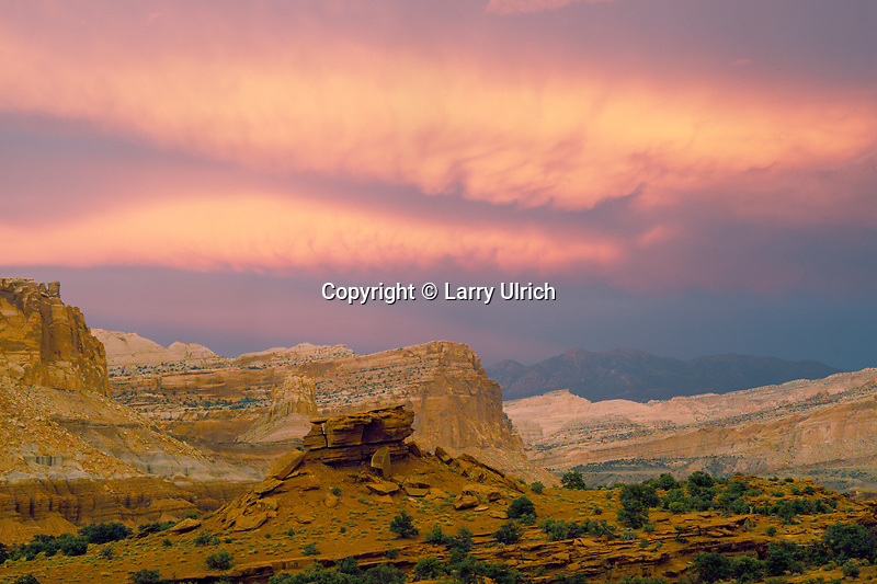 Waterpocket Fold<br />   and the Henry Mountains<br /> Capitol Reef National Park<br /> Colorado Plateau,  Utah