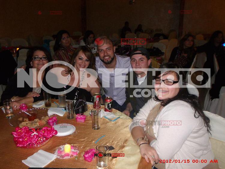 Jenny Rivera con amigos y familia.<br /> (NortePhoto)