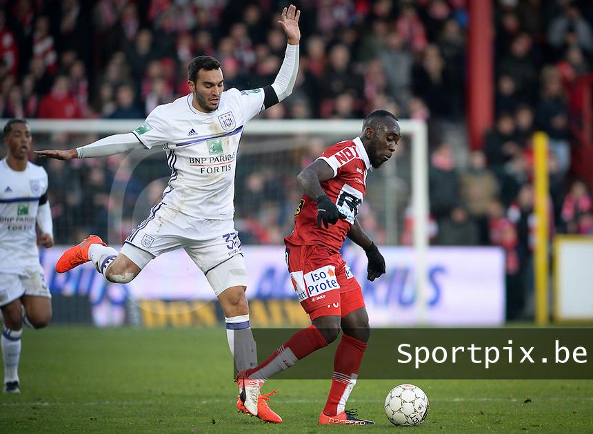 KV Kortrijk - RSC Anderlecht : duel tussen Herve Kage (r) en Ivan Obradovic (links)<br /> Foto David Catry   VDB   Bart Vandenbroucke