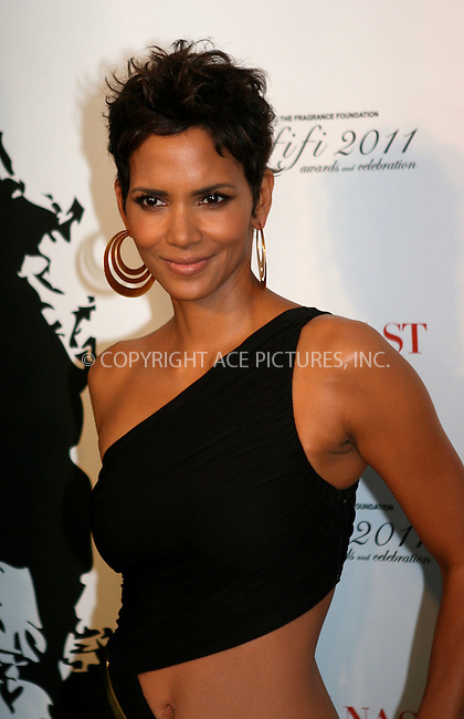 WWW.ACEPIXS.COM . . . . .  ....May 25 2011, New York City....Actress Halle Berry arriving at the 2011 FiFi Awards at The Tent at Lincoln Center on May 25, 2011 in New York City.....Please byline: NANCY RIVERA- ACEPIXS.COM.... *** ***..Ace Pictures, Inc:  ..Tel: 646 769 0430..e-mail: info@acepixs.com..web: http://www.acepixs.com