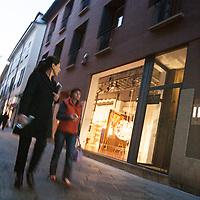 Il FuoriSalone 2010 nelle vie di centrali Milano, Via Spiga..Street life in Spiga street in Milan