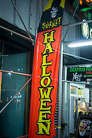 A Spirit Halloween pop-up store in midtown in New York on Tuesday, October 7, 2014. Landlords who used to resist short-term leases are embracing the concept of pop-ups to get income from empty retail property. (© Richard B. Levine)
