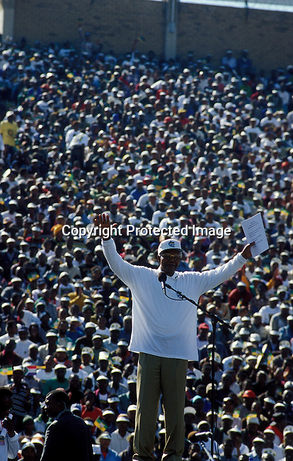 POPPANC40027.Politics. Political Party. African National Congress. Johannesburg. Nelson Mandela at the last rally at the FNB stadium with crowd of people in background. 5/99..©Per-Anders Pettersson/iAfrika Photos