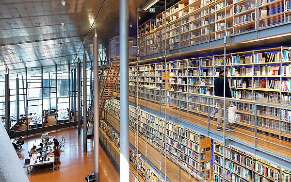 Nederland Delft - Augustus 2018.  Bibliotheek van de Technische Universiteit. Het gebouw is een ontwerp van Mecanoo architecten. Foto Berlinda van Dam / Hollandse Hoogte