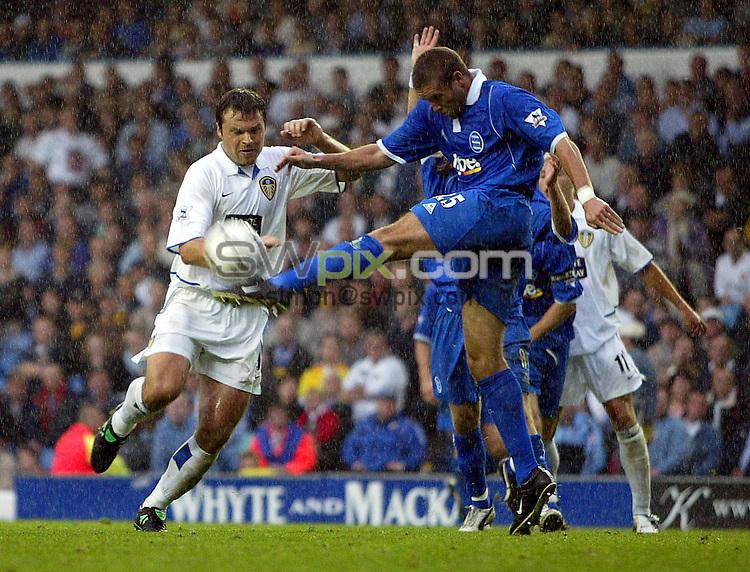 Pix, Shaun Flannery/SWpix. Barclaycard Premiership..Leeds United v Birmingham City, 20/9/2003..COPYRIGHT PICTURE>>SIMON WILKINSON>>01943 - 436649>>..Birmingham's Matthew Upson beats Leeds Mark Viduka.