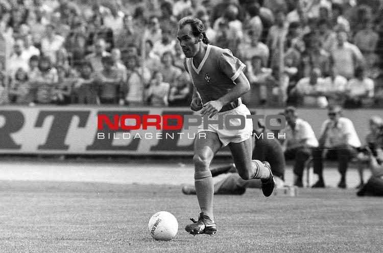 BS-Werder Bremen. Aus 1. BL Eintracht Braunschweig gegen Werder Bremen 3:2 am 30.08.1975.Werder Spieler Karlheinz Kamp ??.                                                                                                    Foto:  nph / Rust