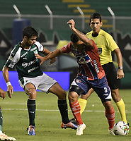 PALMIRA - COLOMBIA, 19-02-2019: Matias Cabrera del Cali disputa el balón con Luis Carlos Arias de Unión durante partido por la fecha 5 de la Liga Águila I 2019 entre Deportivo Cali y Unión Magdalena jugado en el estadio Deportivo Cali de la ciudad de Palmira. / Matias Cabrera of Cali vies for the ball with Luis Carlos Arias of Union during match for the date 5 as part Aguila League I 2019 between Deportivo Cali and Union Magdalena played at Deportivo Cali stadium in Palmira city.  Photo: VizzorImage / Gabriel Aponte / Staff