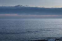 Moln i skymningsljus över havet utanför Torö Stockholms skärgård i Östersjön