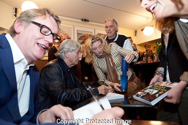 Utrecht, 28 sept 2012.Nedelands Film Festival.Boekpresentatie 'Volgens Verhoeven'.Paul Verhoeven, Rob van Scheers.Foto: Nichon Glerum