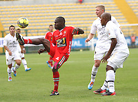 BOGOTA -COLOMBIA. 22-02-2014.  Omar Rodriguez  (Der) y George Sanders (Centro)  de Fortaleza F.C. disputa el balon contra Carlos Renteria  de Patriotas F.C. partido por la septima   fecha de La liga Postobon 1 disputado en el estadio Metropolitano de Techo . /   Omar Rodriguez (R) and George Sanders (Center)  of Fortaleza F.C.  fights the ball  against Carlos Renteria of  Patriotas F.C.  of  Seventh round during the match  of The Postobon one league  at the Metropolitano of Techo Stadium . Photo: VizzorImage/ Felipe Caicedo / Staff