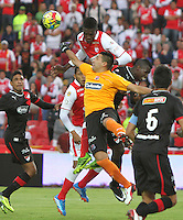 BOGOTA -COLOMBIA- 29 -09-2013. Leandro Castellanos guardameta  del Independiente Medellin en accion   contra el Independiente Santa Fe , partido correspondiente a la doceava fecha de La Liga Postobon segundo semestre jugado en el estadio Nemesio Camacho El Campin / Leandro Castellanos goalkeeper for Independiente Medellin in action against Independiente Santa Fe, the twelfth game in La Liga Postobon date second half played in the Estadio Nemesio Camacho El Campin.Photo: VizzorImage / Felipe Caicedo / Staff