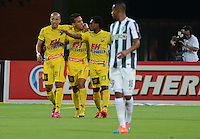 MEDELLIN - COLOMBIA -11-02-2015: Los jugadores de Atletico Huila celebran el gol anotado a Atletico Nacional durante partido Atletico Nacional y Atletico Huila por la fecha 3 de la Liga Aguila I 2015 en el estadio Atanasio Girardot de la ciudad de Medellin. / The players of Atletico Huila celebrate a scored goal to Atletico Nacional during a match Atletico Nacional and Atletico Huila for the date 3 of the Liga Aguila I 2015 at the Atanasio Girardot stadium in Medellin city. Photo: Photos: VizzorImage  / Leon Monsalve / Str.