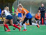 HUIZEN - Hockey - Merel Aarts (Bldaal) met Fleur de Waard (HUI) .Hoofdklasse hockey competitie, Huizen-Bloemendaal (2-1) . COPYRIGHT KOEN SUYK