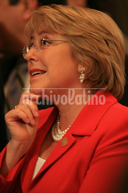La presidente de Chile Michelle Bachelet durante la Cumbre Iberoamericana en Montevideo.*President of Chile, Michelle Bachelet, during the Iberoamerican Summit in Montevideo.