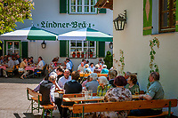Deutschland, Bayern, Oberpfalz, Naturpark Oberer Bayerischer Wald, Koetztinger Land, Bad Koetzting: Gasthof Lindner-Braeu, beim Kurpark | Germany, Bavaria, Upper Palatinate, Nature Park Upper Bavarian Forest, Bad Koetzting: Inn Lindner-Braeu, near spa gardens