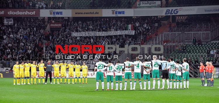 UEFA CUP 2008/2009<br /> Viertelfinale 1/4 Weserstadion 09.04.2009<br /> Werder Bremen (GER) - Udinese Calcio (ITA) 3:1 ( 1:0 )<br /> <br /> Schweigeminute f&uuml;r die Opfer des Erdbebens in Italien<br /> <br /> <br /> Foto &copy; nph (  nordphoto  )