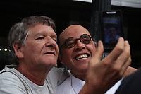SAO PAULO, SP - 27.03.2017 - PROTESTO-SP - O artista Pascoal da Concei&Aacute;&bdquo;o se une a outros artistas em protesto contra o congelamento da verba da Prefeitura da cidade de S&bdquo;o Paulo voltados para cultura na tarde desta segunda-feira (27) em frente ao teatro municipal de S&bdquo;o Paulo, no centro da capital.<br /> <br /> (Foto: Fabricio Bomjardim / Brazil Photo Press)