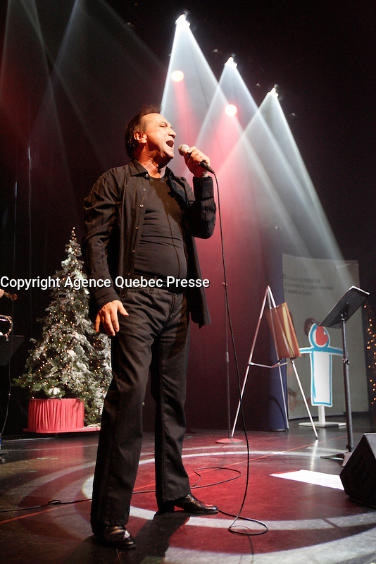 Montreal (Qc) CANADA - November 28, 2007 -<br /> Claude Dubois sing for a charity cause at the Casino de Montreal.<br /> photo (c) Pierre Roussel- Images Distribution
