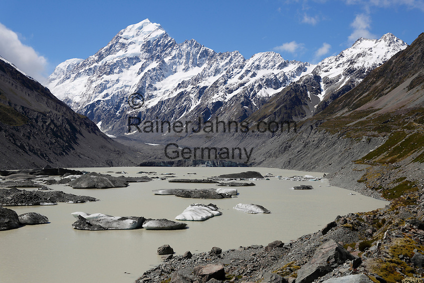 New Zealand, South Island, Canterbury region, Mount Cook National Park: Hooker Lake and Glacier with icebergs and Mount Cook | Neuseeland, Suedinsel, Region Canterbury, Mount Cook National Park: Hooker Lake und Gletscher mit Eisbergen und dem Mount Cook
