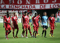 CALI -COLOMBIA-26-12-2012. Jugadores del América de Cali salen decepcionados al terminar el encuentro ante Depor FC en la fecha 13 del Torneo Postobón I-2013 en el estadio Pacual Guerrero./  America's players look disappointed after the match against  Depor FC on the 13th date of Postobon Tournament I-2013 at Pascual Guerrero stadium. Photo: VizzorImage/Juan C. Quintero/STR