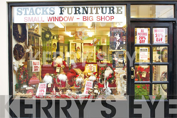 Christmas Shopping in Listowel.   Copyright Kerry's Eye 2008