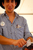 Use of eventcard in Lichtenstein Foodhouse by waiter Beni. Photo: André Jörg/ Scouterna