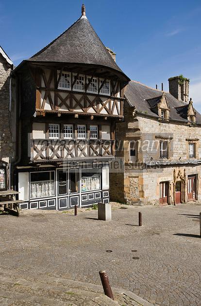 Europe/France/Bretagne/29/Finistère/Saint-Renan: Vieille demeure à encorbellement place de la mairie.