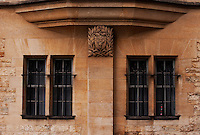 The Hertford College Crest decorates the sandstone architeture of the Oxford University College.