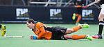 BLOEMENDAAL - Blessure voor Sander Baart  van OZ . Oranje Zwart-SV Arminen Wien  (EURO HOCKEY LEAGUE).  COPYRIGHT KOEN SUYK
