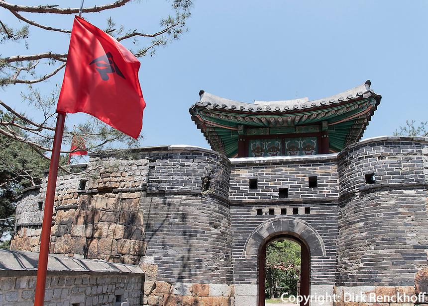 Tor Seoammun der Festung-Hwaseong von Suwon, Provinz Gyeonggi-do, S&uuml;dkorea, Asien, Unesco-Weltkulturerbe<br /> Gate Seoammun of fortress Hwaseong, Suwon, Province Gyeonggi-do, South Korea Asia, UNESCO World-heritage