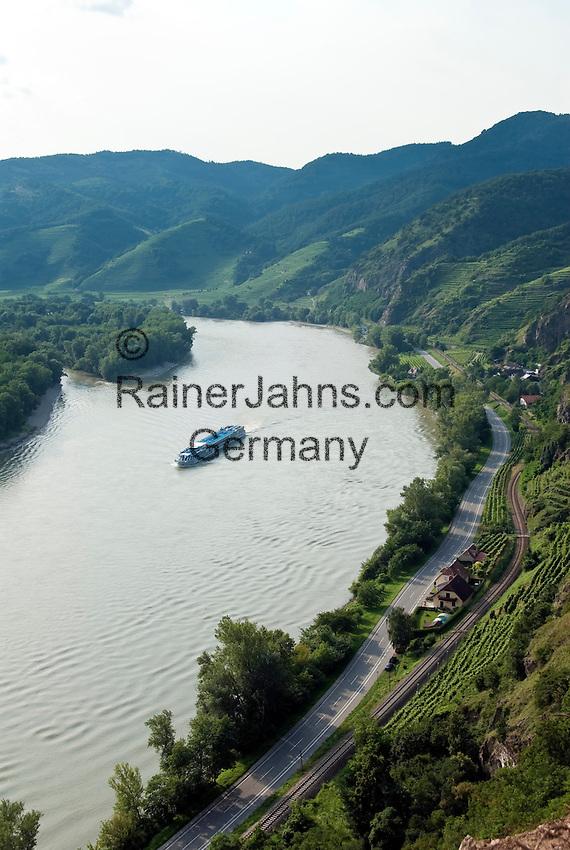 Austria, Lower Austria, UNESCO World Heritage Wachau, Duernstein: view from Vogelbergsteig upstream