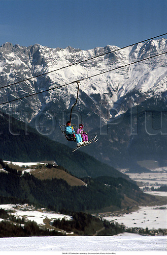CHAIR LIFT takes two skiers up the mountain, 920. Photo: Action Plus....1992.wintersports.travel.chair lifts.mountains.winter sport.winter sports.wintersport.ski lift