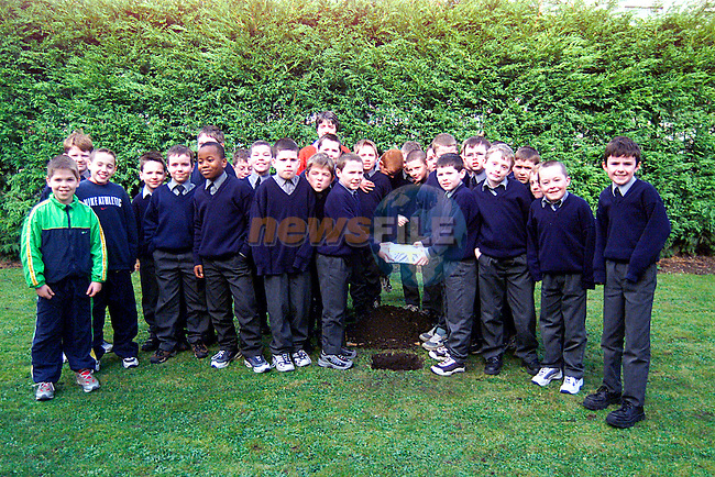 Children from St Josephs Primary School with there Time Capsule which will  be dug up in Twnety Five Years...Pic Tony Campbell/Newsfile