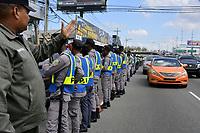 Cientos de transportistas se manifestaron frente al Ministerio de Industria y Comercio para exigir que sean restablecidos los subsidios al gasoil por parte del gobierno. <br /> Foto: Carmen Su&aacute;rez/Acento.com.do<br /> 14/10/2016