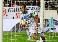Marco Parolo (Lazio Rom) holt den Ball aus dem Netz - 04.10.2018: Eintracht Frankfurt vs. Lazio Rom, UEFA Europa League 2. Spieltag, Commerzbank Arena, DISCLAIMER: DFL regulations prohibit any use of photographs as image sequences and/or quasi-video.