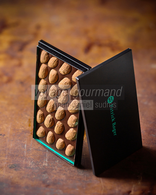 France, Paris (75), Tablette de Chocolat de  Patrick Roger Chocolatier Meilleur Ouvrier de France - Stylisme : Valérie LHOMME  //  France, Paris Patrick Roger, chocolate tablet