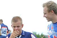 FIERLJEPPEN: WINSUM: Accommodatie 'St. Japik', St. Fierljep-akkommodaasje Winsum, 11-08-2012, Fries kampioenschap 2012, Tom Hoekstra (#115) heeft moeite zijn vreugdetranen te bedwingen na het winnen van de Friese titel bij de jongens, Hans Ulco de Boer (#214) winnaar bij de junioren, ©foto Martin de Jong